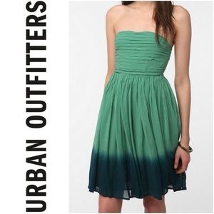 Staring At Stars Green Ombre Strapless Flowy Dress